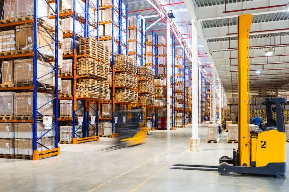Entreprise professionnelle pour le montage et l'installation de rack à palettes dans un entrepôt à Lyon